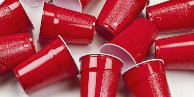 França proíbe venda de copos e pratos plásticos