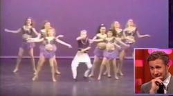 A cara de Ryan Gosling ao se ver rebolando no palco quando criança é