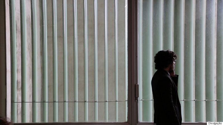 Jean Wyllys se emociona com documentário sobre vida dele: 'Me