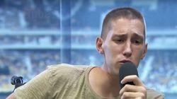 Jogador do Chapecoense solta a voz e ganha o coração da