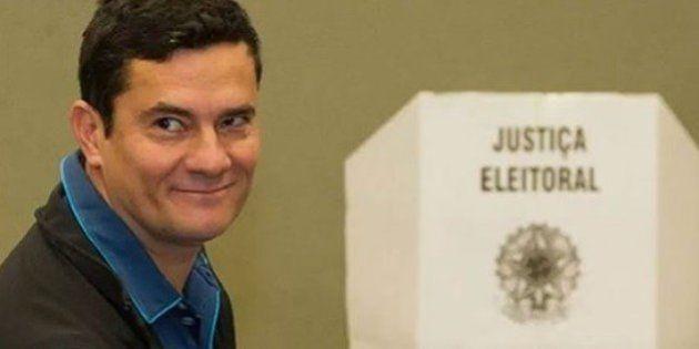 Moro é aplaudido por eleitores durante votação em