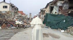 Papa faz visita surpresa a áreas afetadas por