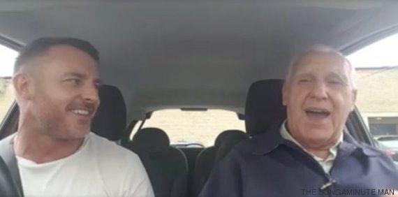 Britânico de 80 anos com demência ganha contrato de gravadora depois de
