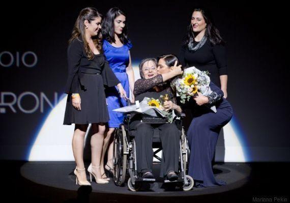 Luíza Brunet presta homenagem à Maria da Penha no 21º Prêmio
