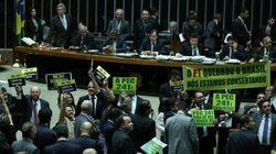 Após banquete para deputados e reza de Temer, Câmara aprova teto de gastos em 1º