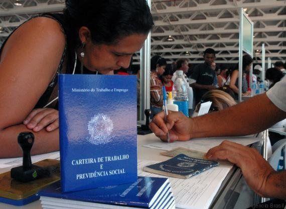Sinais da crise: Falta emprego para 22,7 milhões de brasileiros, aponta