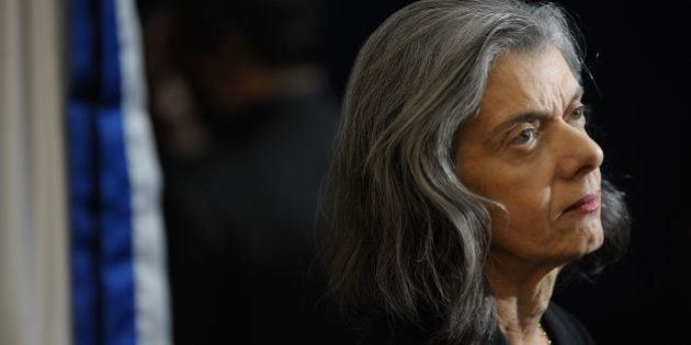 Lição para os 'doutores': Cármen Lúcia corrige Roda Viva e esclarece que não é