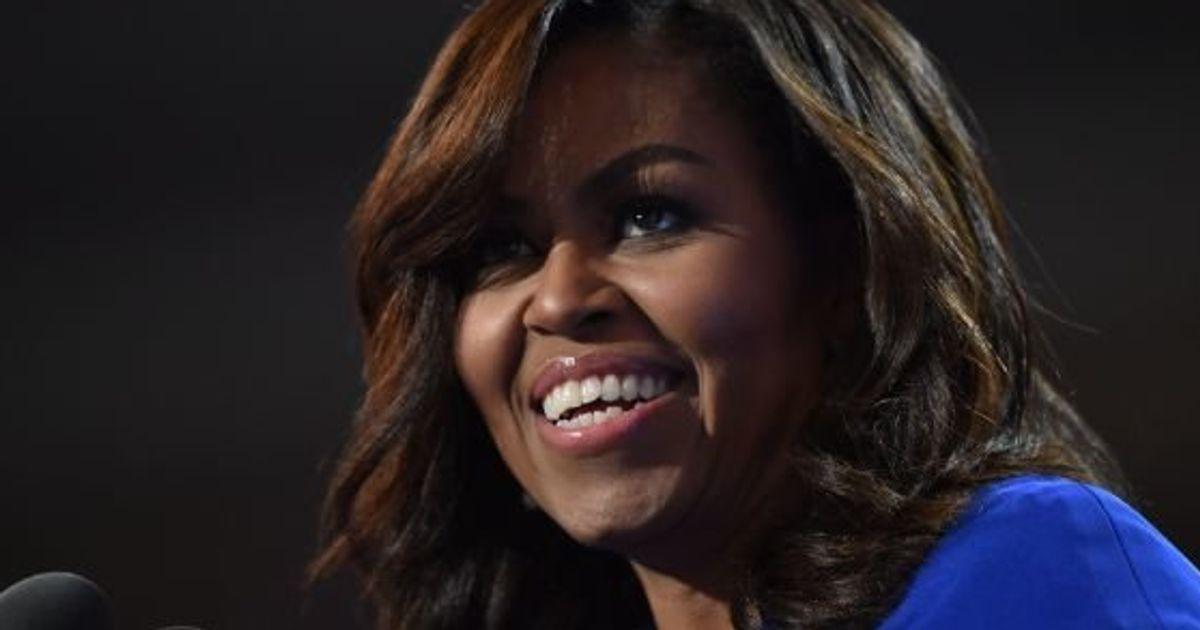 Michelle Obama quebra protocolo e deixa convidada ficar descalça na Casa Branca