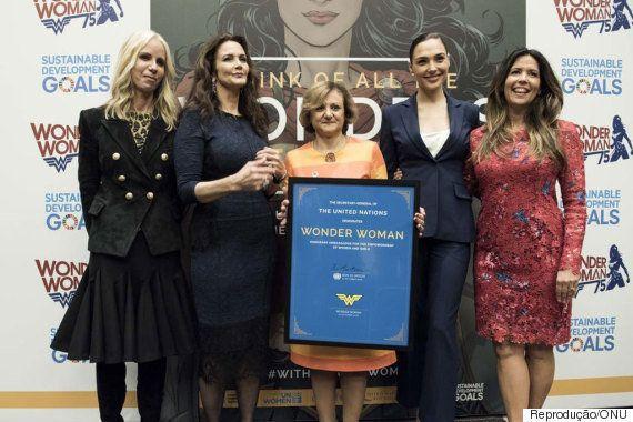 #MulherMaravilhaReal: Heroína dos quadrinhos é a mais nova figura pelo empoderamento da