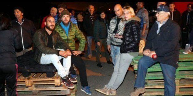 Cidade italiana desiste de receber 12 refugiadas após moradores construírem