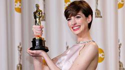 O motivo pelo qual Anne Hathaway fingiu estar feliz ao receber o Oscar em