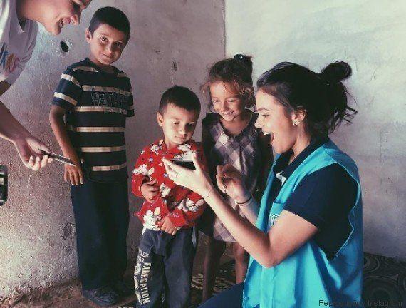 Inspirada por Angelina Jolie, Bruna Marquezine visita crianças refugiadas no