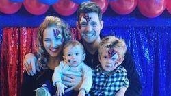'Temos longa viagem pela frente': Michael Bublé se emociona ao falar do câncer do filho de 3
