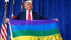 Por que Donald Trump abriu a bandeira LGBT de cabeça para