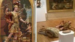 Estátua de 250 anos é destruída por brasileiro que tentou tirar selfie em museu de