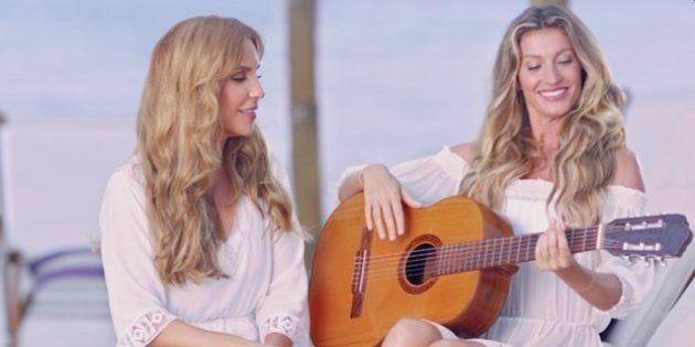 'Dueto das loiras': Ivete Sangalo ensina Gisele Bündchen a tocar violão e a cantar em