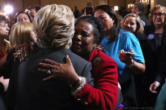 Em discurso da derrota, Hillary fala às mulheres: 'Nada me fez mais feliz do que ser a campeã de