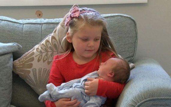 Após gravidez conturbada, família comemora chegada de bebê gêmeo