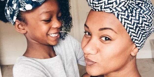 'Negra e com muito orgulho': Após sua filha sofrer racismo, esta mãe deu aula de empoderamento a