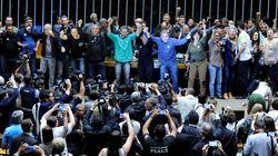 Intervencionistas quebram vidro e invadem plenário da Câmara dos