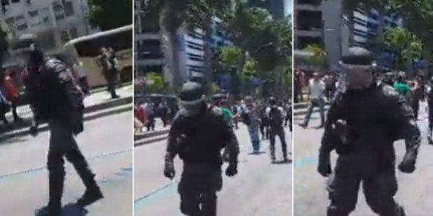 PMs do Batalhão de Choque mudam de lado e se juntam aos manifestantes no Rio de