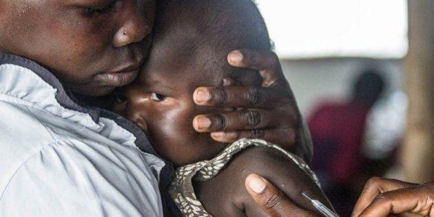 Refugiados do Sudão do Sul estão chegando a Uganda em níveis sem