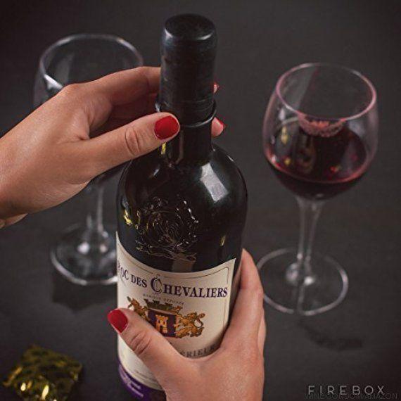 Esta 'camisinha de vinho' vai salvar aquela garrafa de vinho que está pela