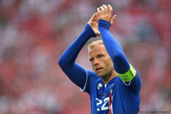 Ex-Barcelona, islandês se oferece para jogar pela Chapecoense. E quer Ronaldinho ao seu