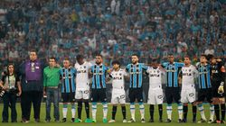 A bola voltou a rolar e as torcidas brasileiras deram aula de respeito à