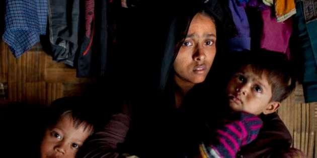 LEDA CAMP, TEKNAF, TEKNAF, COX, BAZER, BANGLADESH - 2016/11/27: A Myanmar Rohingya refugee woman looks...