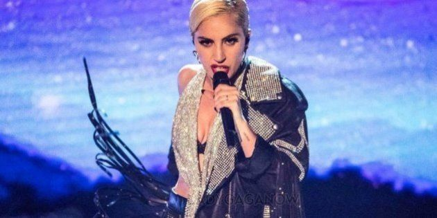 'A dor de ninguém deve passar despercebida': Lady Gaga escreve carta sobre estresse