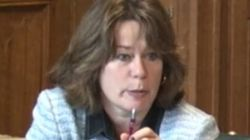 'Sou uma sobrevivente': No Parlamento, deputada britânica narra estupro sofrido aos 14