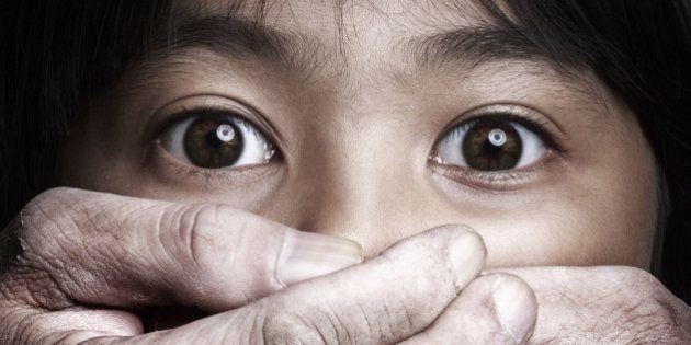 Scared little asian girl, Violence