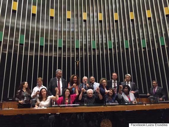 Erundina volta a ocupar cadeira da presidência da Câmara em protesto contra novo líder da