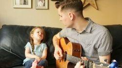 Pai e filha cantam música tema de Toy Story e o resultado é incrivelmente
