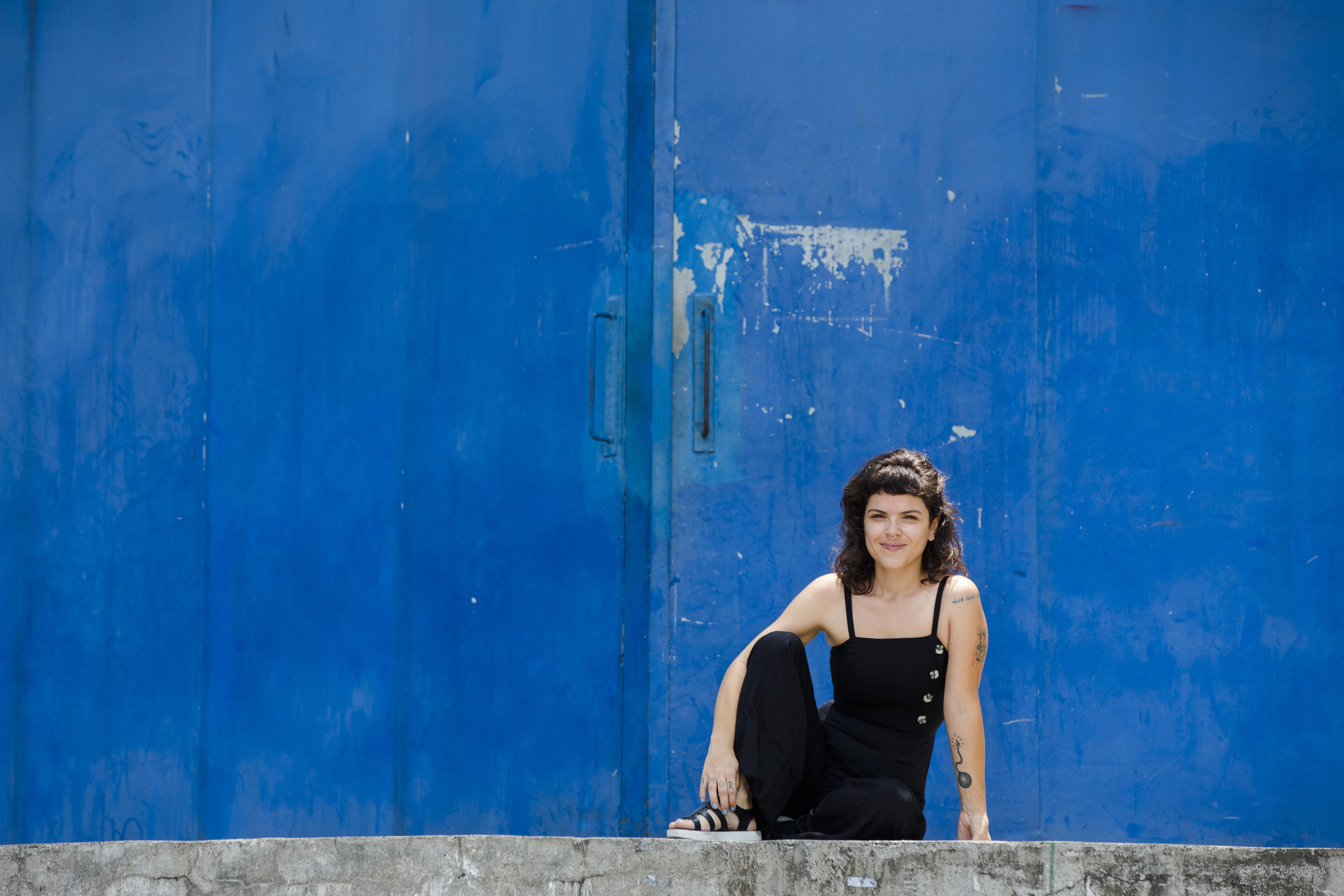A defensora da vida que pulsa em locais abandonados no Rio de