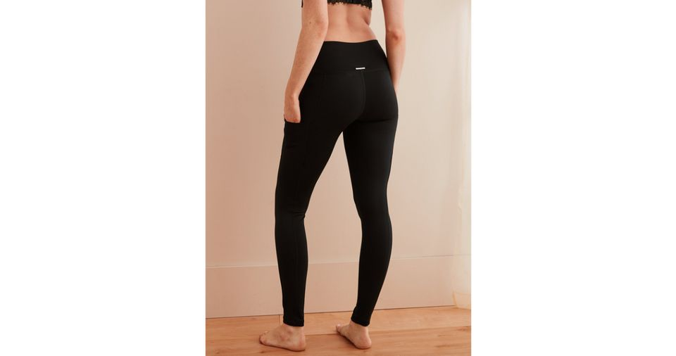 4d92cddb03aa52 13 Yoga Pants With Pockets That'll Make Your Workout SO Much Better ...