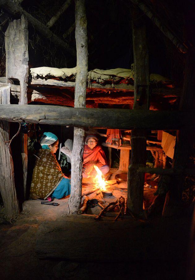 2017년 3월 네팔의 생리 오두막을 찍은 사진. 겨울에는 너무 추워 불을 피운다. 추위를 막을 창문도