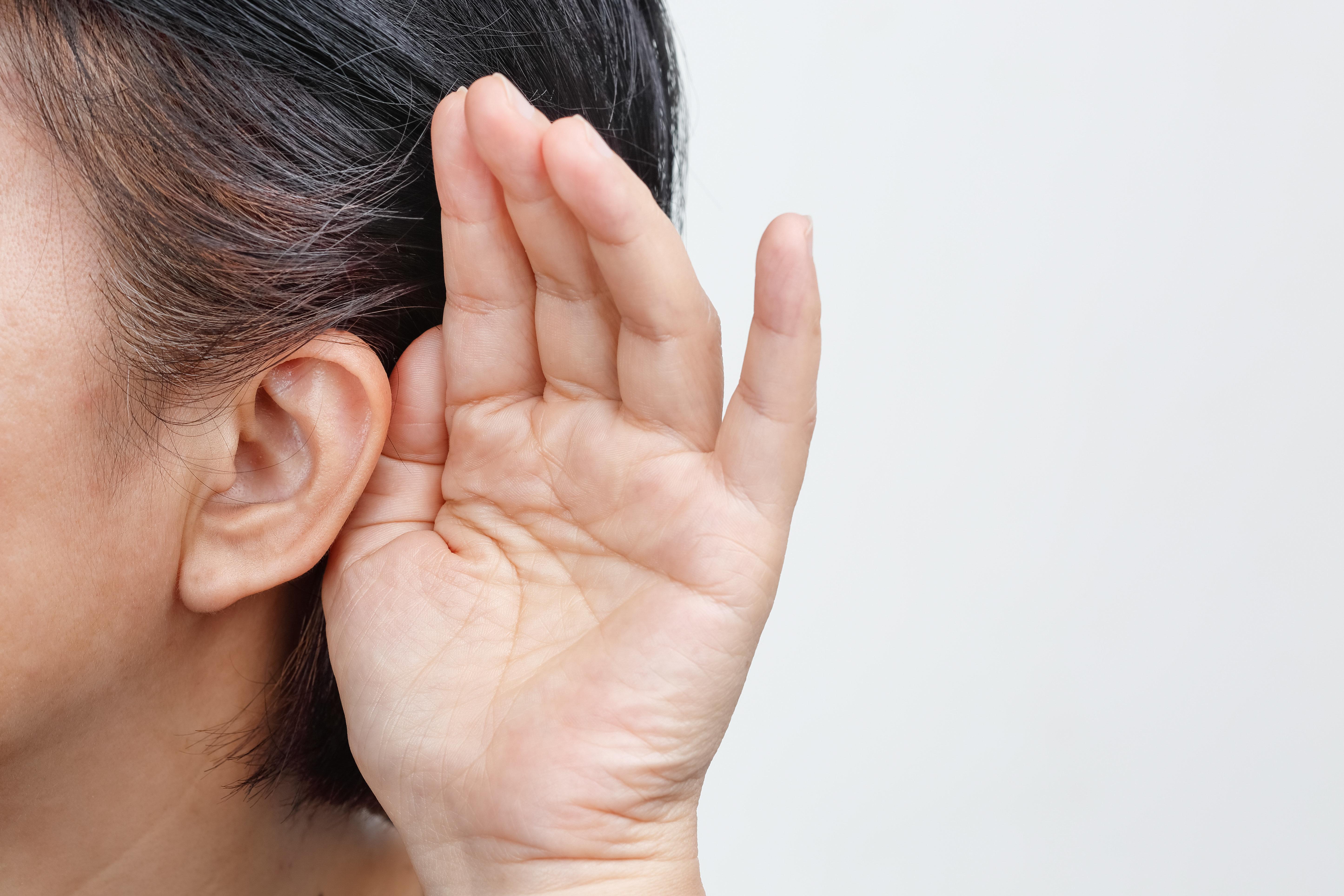 Une maladie rare empêche cette femme d'entendre les
