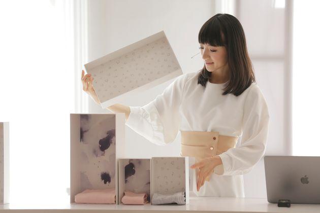 """Kondo diz que a filosofia americana do wabi-sabi, que ela descreve como """"beleza na simplicidade..."""