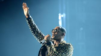 LOS ANGELES, CA - JUNE 30:  Singer R. Kelly performs onstage during the 2013 BET Awards at Nokia Theatre L.A. Live on June 30, 2013 in Los Angeles, California.  (Photo by Jason Merritt/Getty Images for BET)