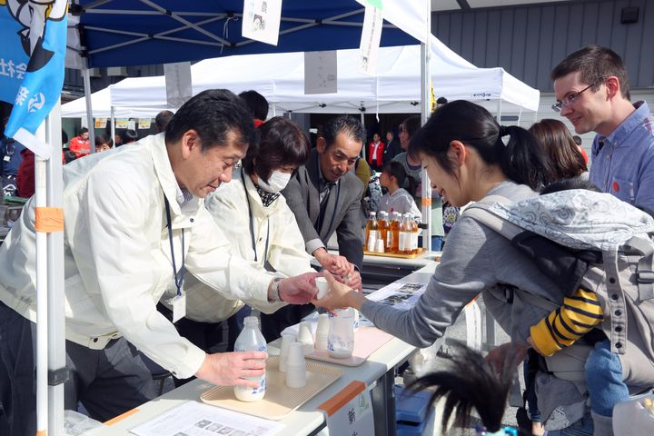 Seikatsu Club hosts a tasting event to introduce producers and cooperative members.