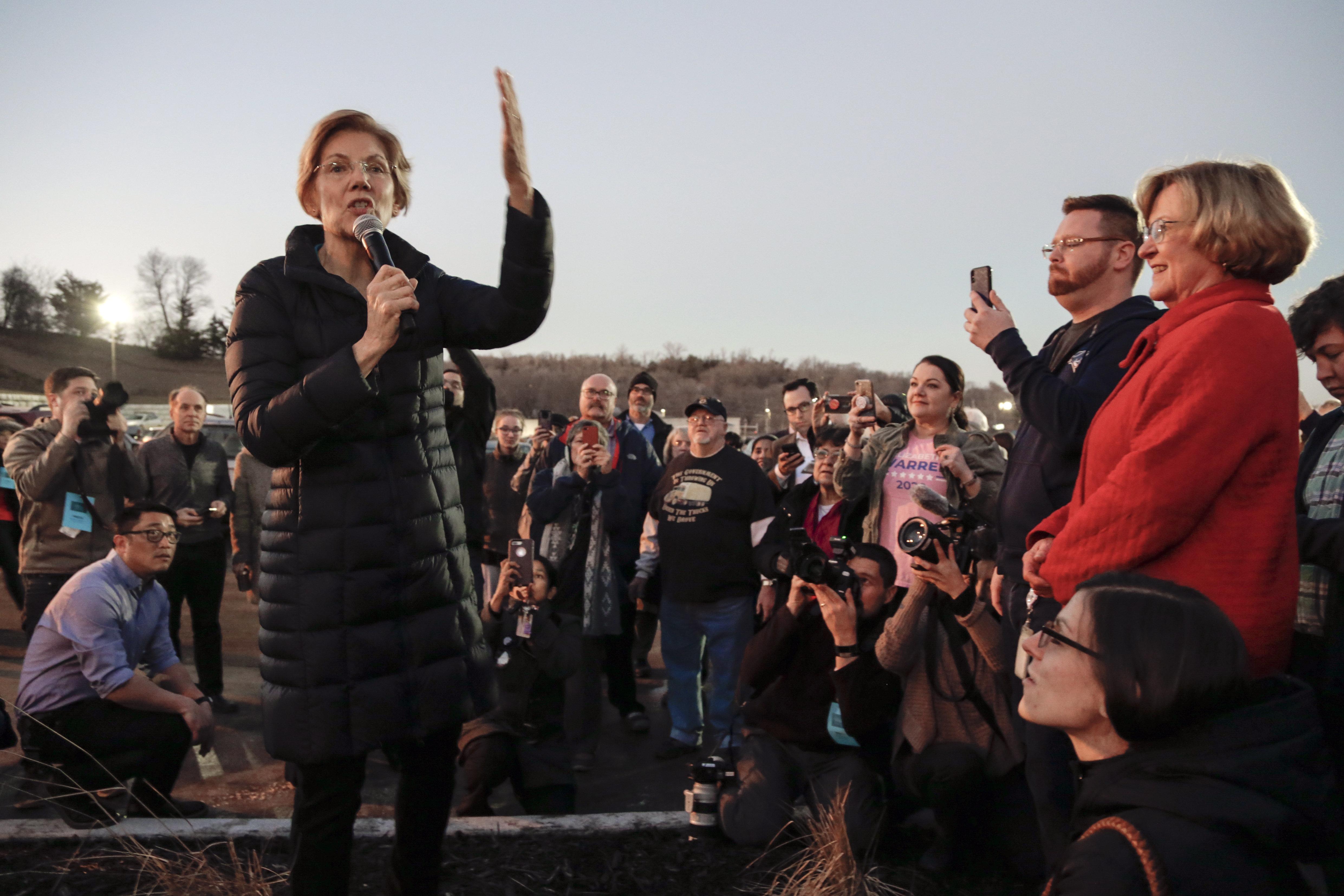 Westlake Legal Group 5c3903da2500003300c58983 Elizabeth Warren Wants Grassroots Money To Be A Litmus Test For 2020 Democrats