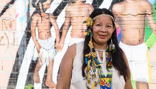 Claudia Baré, a professora que luta pela alfabetização em tribos do