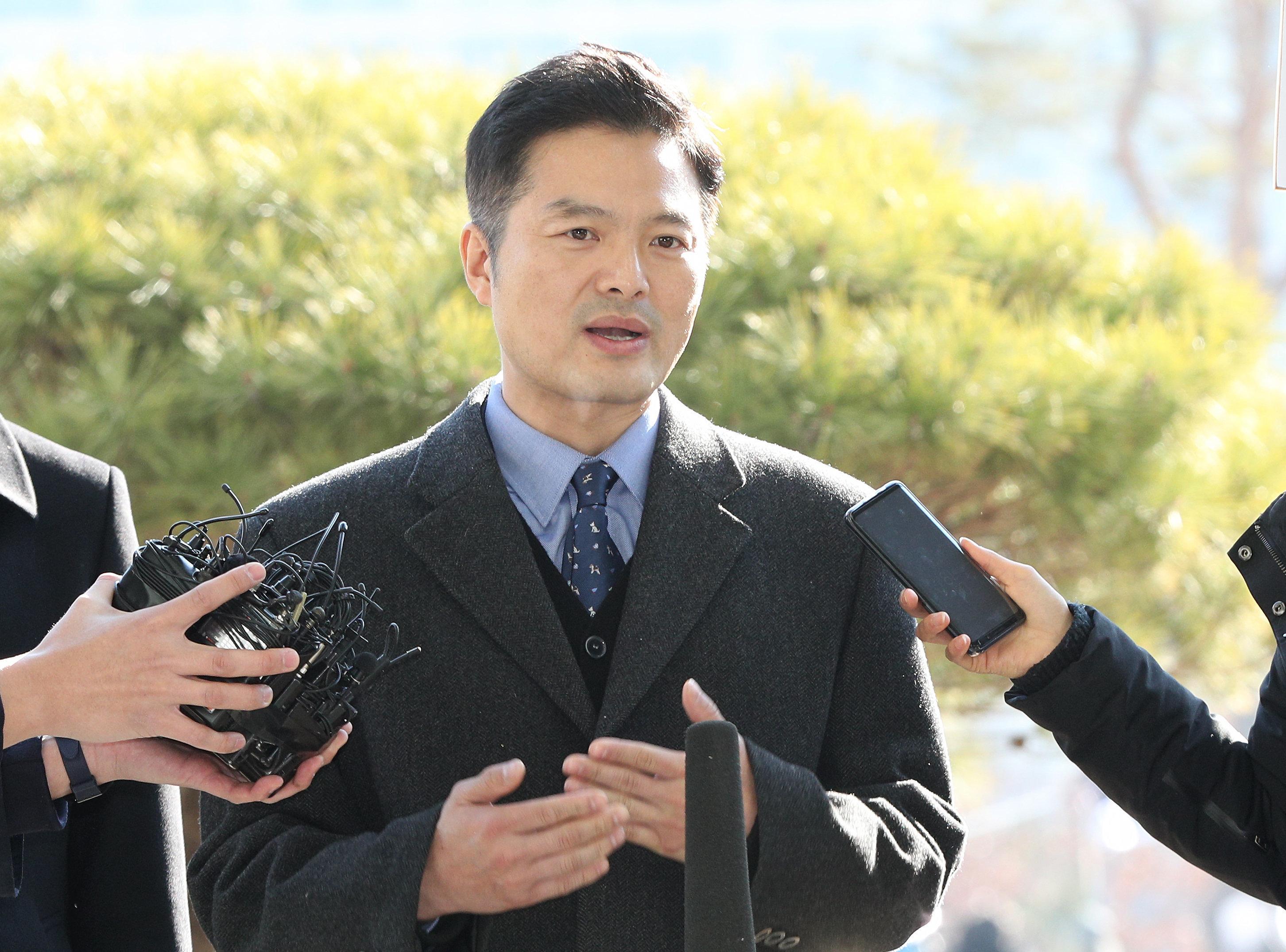 검찰이 '청와대 특감반 비위' 혐의 김태우 수사관 해임을