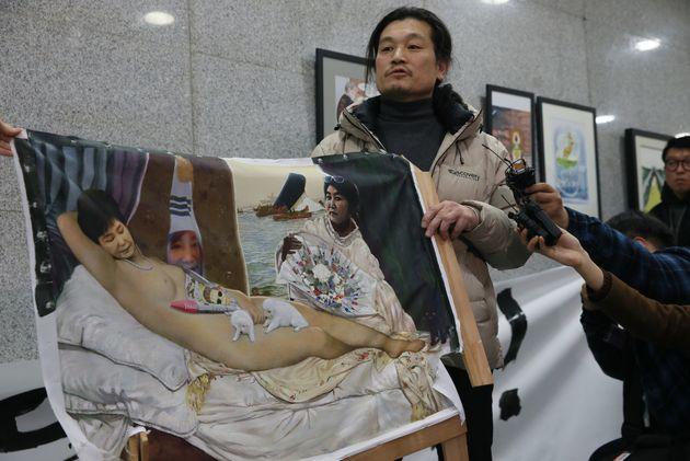 박근혜 풍자 그림 파손한 보수단체 회원