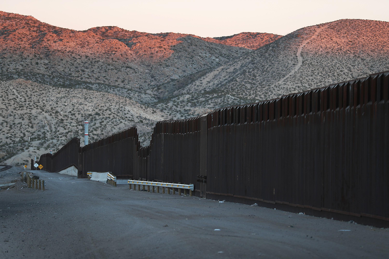 트럼프의 '국경장벽'을 둘러싼 셧다운이 역대 최장기간 기록을