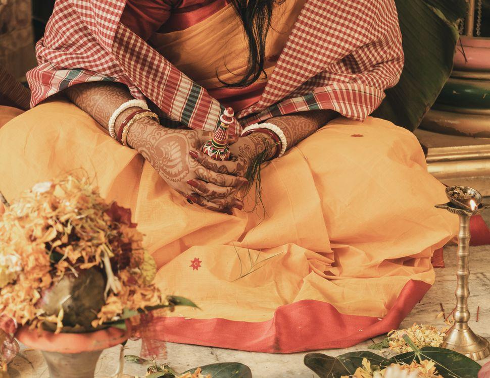 Shnaakha pola worn by a Bengali Hindu bride.