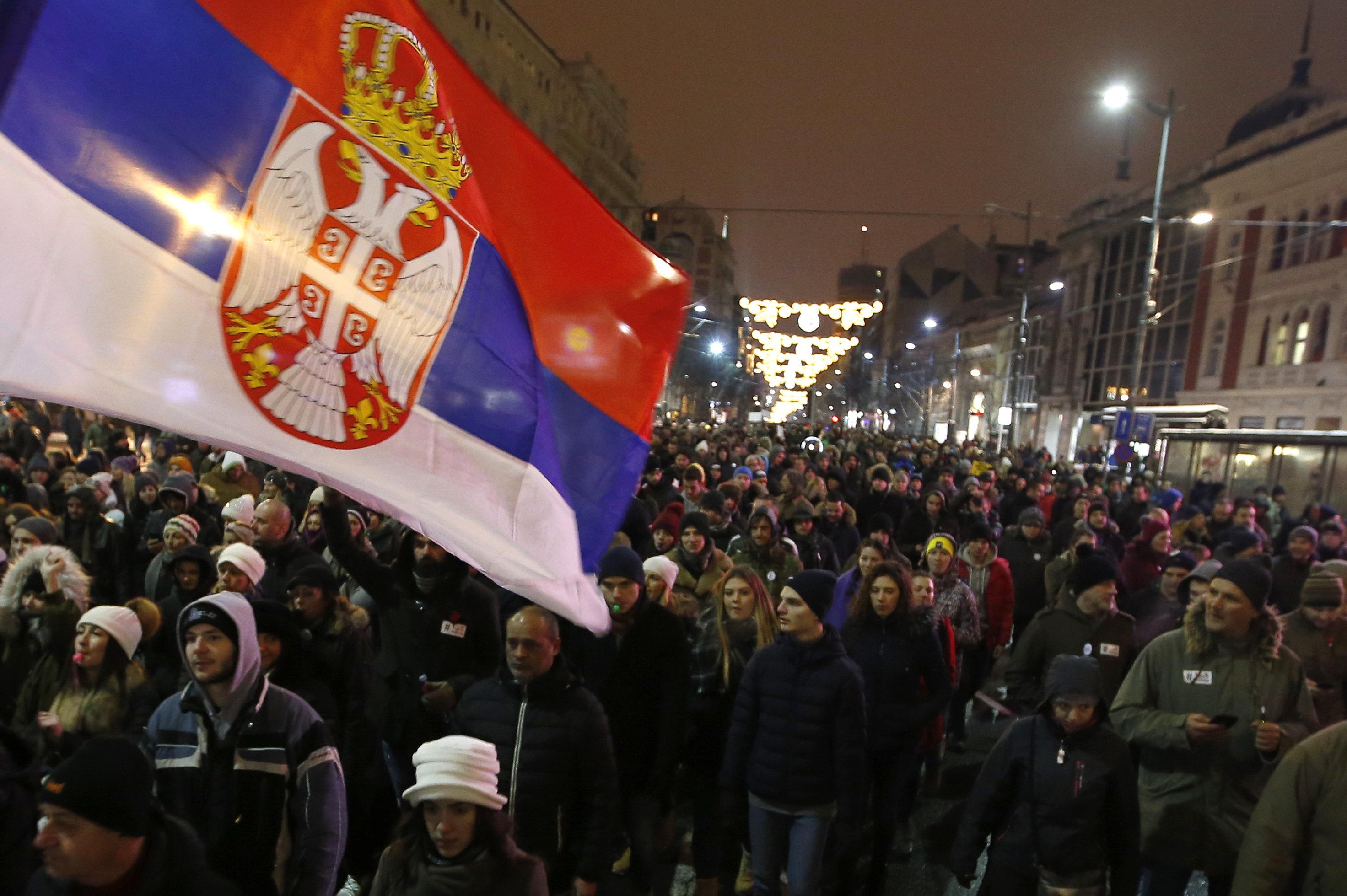 Μεγάλη αντικυβερνητική διαδήλωση και πάλι στη Σερβία - «Βούτσιτς, κλέφτη» φώναζαν οι
