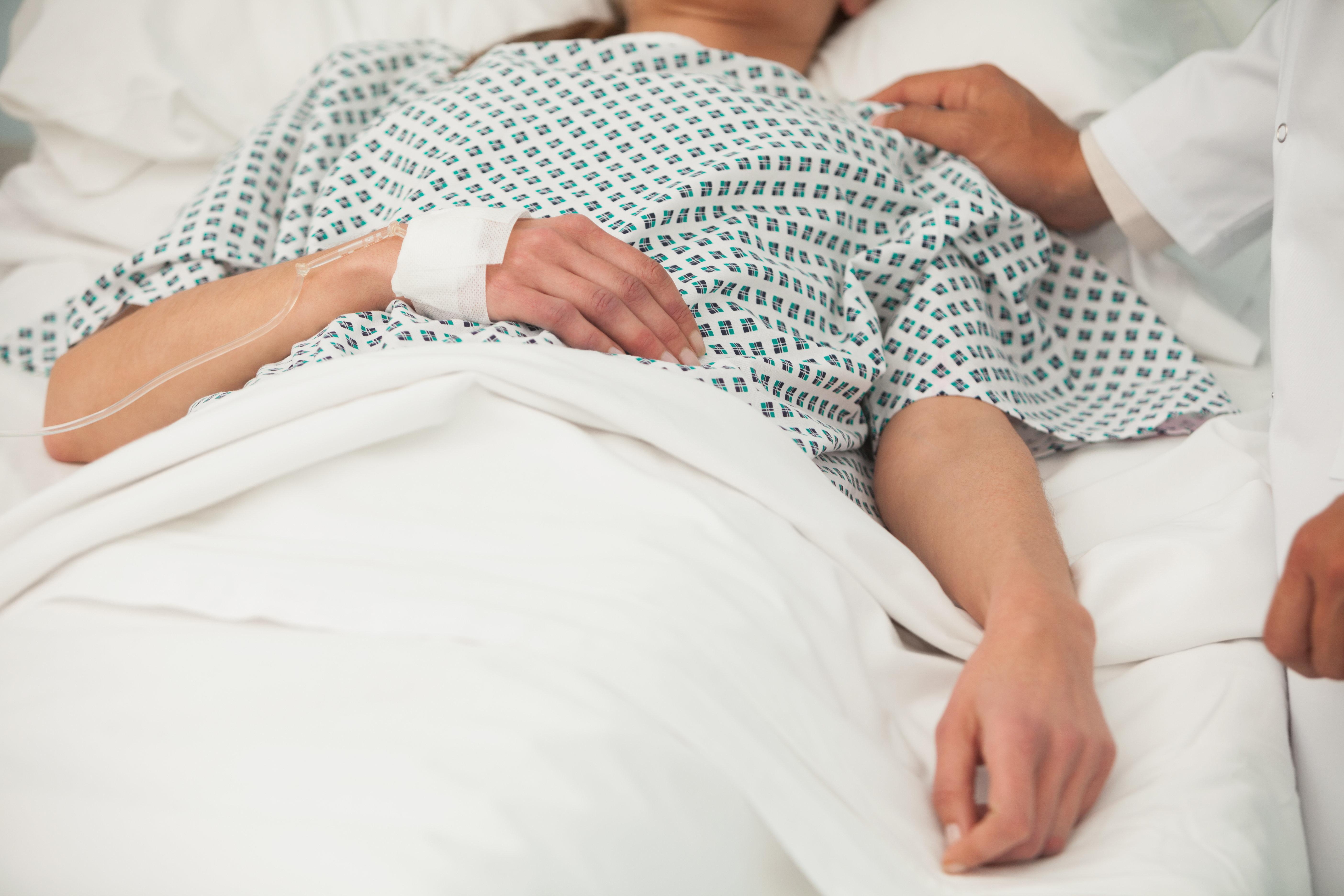 Frau liegt seit 14 Jahren im Koma und bekommt Baby –Polizei nimmt Pfleger